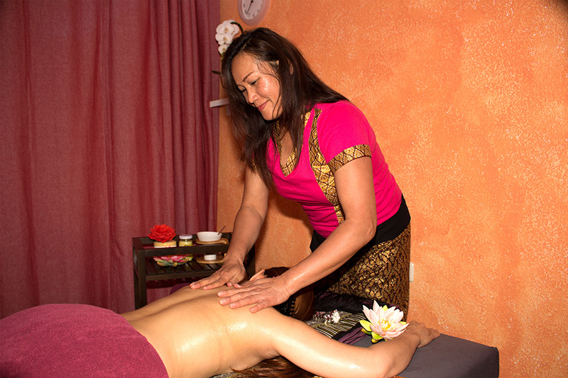Traditionelle Thai-Massage mit Aromaöl